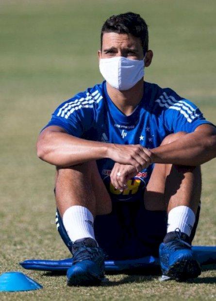 Volante do Cruzeiro é testado positivo para covid-19 e afastado dos treinos