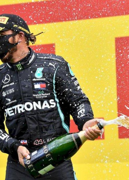 Hamilton vence GP da Estíria e mira em recorde de Schumacher