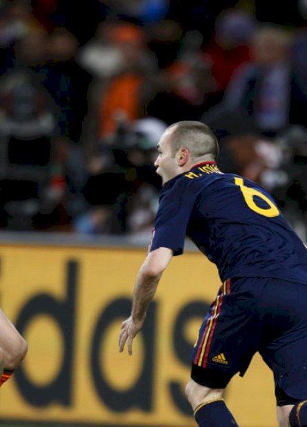 Há 10 anos, a Espanha abandonava as frustrações da Fúria para conquistar a Copa do Mundo com seu tiki-taka