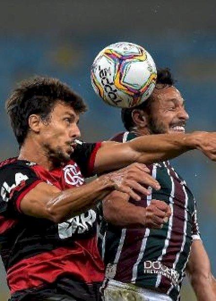 Flamengo vence Fluminense na primeira partida da final do Carioca