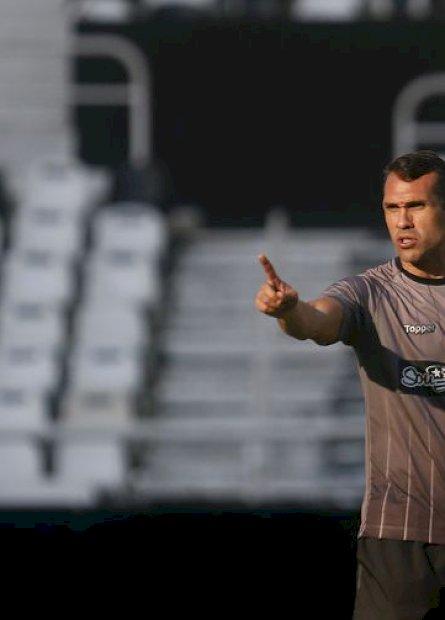 Botafogo demite técnico Bruno Lazaroni, com menos de um mês no cargo