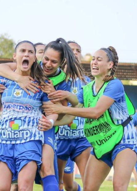 Caminho inverso no futebol feminino marca trajetória do Kindermann