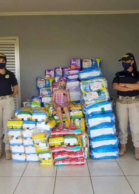 PRF realiza entrega de mais de 8 mil fraldas arrecadadas para a Campanha Policiais Contra o Câncer Infantil 2020