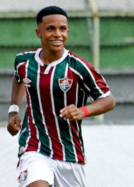 """Alvo do Manchester City, Kayky ressalta foco no Fluminense: """"estou vivendo um sonho"""""""